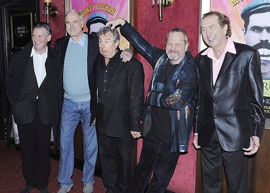 para a direita, Michael Palin, John Cleese, Terry Jones, Terry Gilliam e Eric Idle em foto de 2009