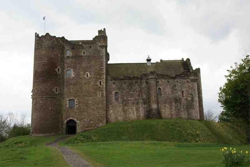 Doune_Castle_-_front