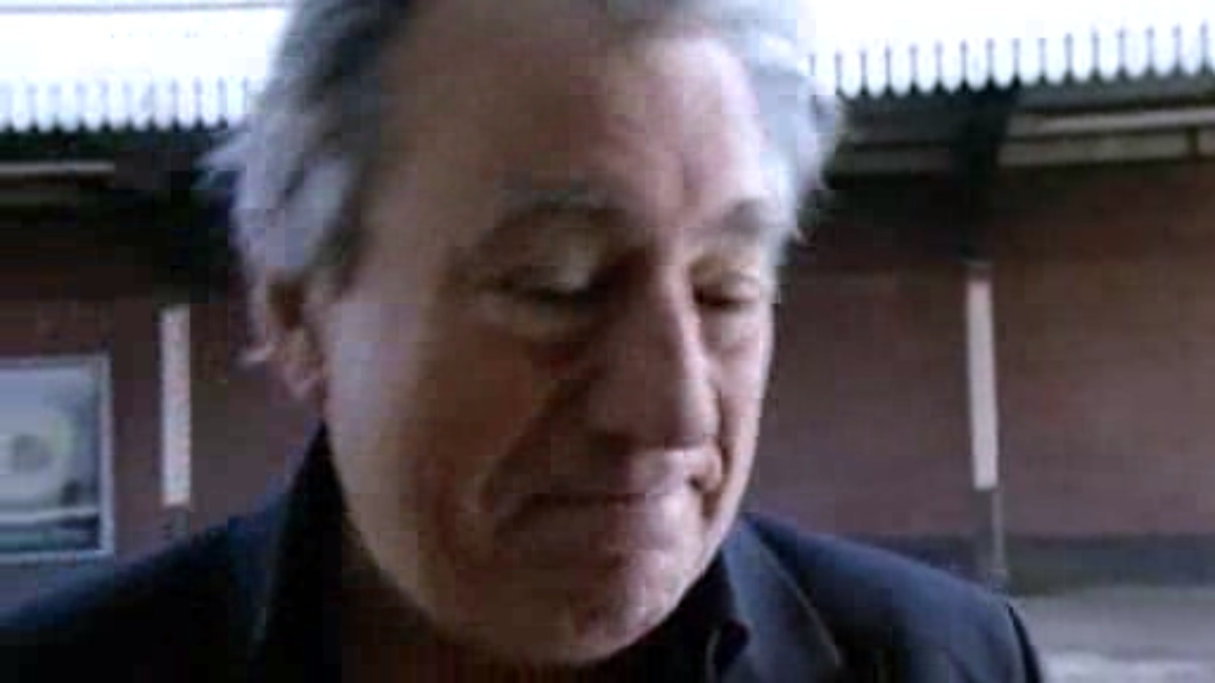 terry jones coming home bbc chorando