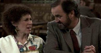 John Cleese Fez Uma Participação Especial na Série Cheers